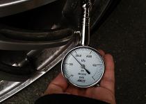 気温ともに下がるタイヤの空気圧