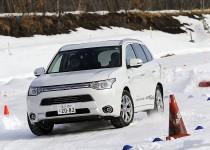 [動画]中谷明彦さんが三菱 4WDで雪上アタック