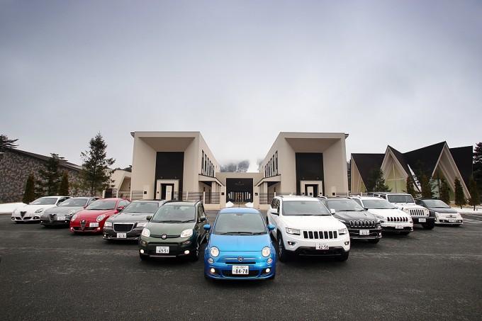 左からアルファロメオ・ジュリエッタ(2台)、アルファロメオ・ミト、クライスラー300、フィアット・パンダ、フィアット500、ジープ・グランドチェロキー、ジープ・チェロキー(2台)、ジープ・ラングラー、アバルト595