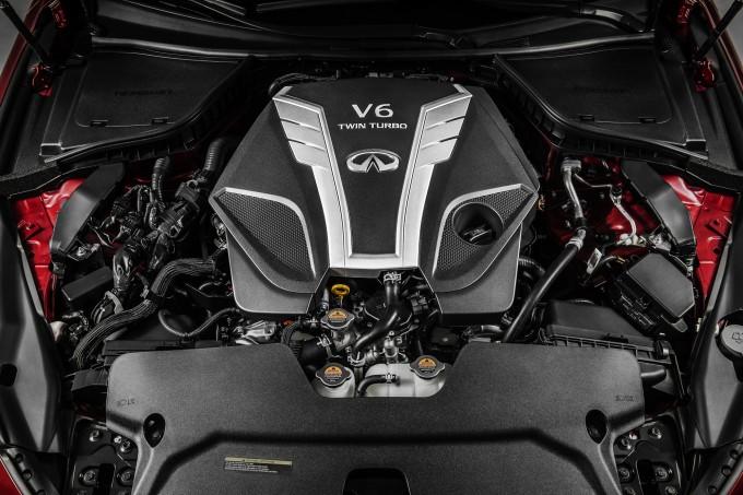 現行のVQ37に比べて、高出力版で72ps/11.4kg−m、これまで最強だったスカイラインハイブリッドのシステム出力よりも41ps高い。燃費も高出力版でもJC08モードで10km/リッターを超えると予想。パワーと燃費をかなり高いレベルで達成している。V37型は2014年2月の発表なので、2年目のマイナーチェンジで登場というのが順当だが、その筋によるともう少し遅れそうらしい