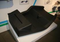 [XaCARブログ] カーボンを多用した「超軽量EV」 東レの先端材料展2011