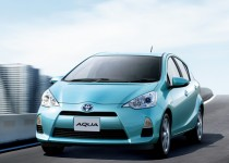 [XaCARブログ] 小型ハイブリッドカー「アクア」のTRDバージョン