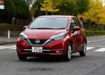 【ライバル比較】11月の販売台数トップの日産ノートとトヨタ・アクアはどっちが買いか?