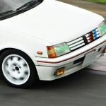 【画像】【今さら聞けない】なぜサーキットを走るクルマはヘッドライトにビニールテープを貼るの?