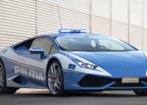捕まっても本望!? ランボルギーニ・ウラカンのパトカーがイタリア警察に納車