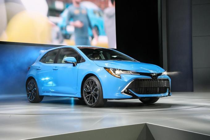 トヨタ新型カローラスポーツはCセグハッチの王者VWゴルフを超えられるか