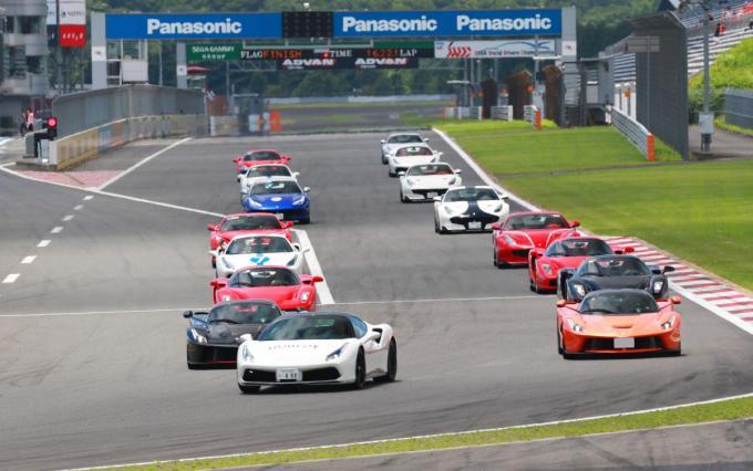 富士の裾野に跳ね馬が集結! 激レアモデルも疾走したフェラーリ・レーシングデイズが今年も開催!