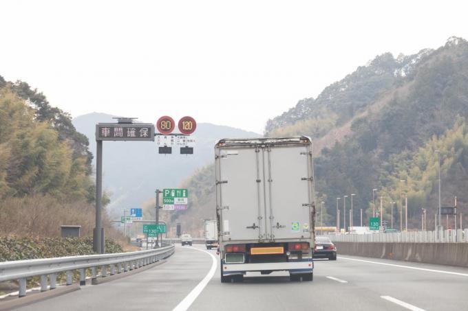 新東名高速などの制限速度が一部120km/hまで引き上げ! 乗用車と ...