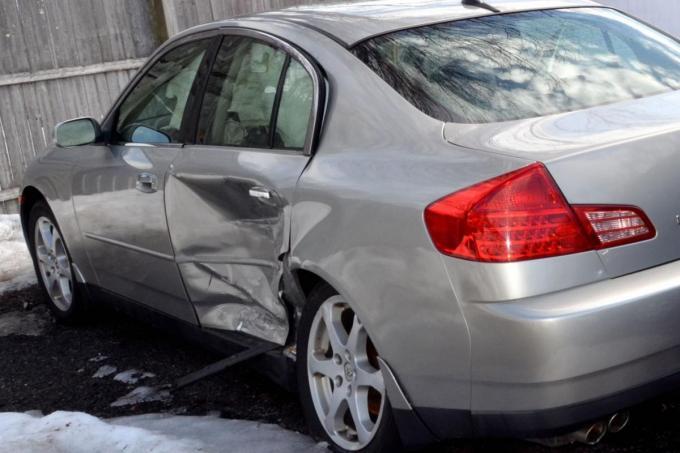 「無保険車」と事故ると被害者は「自腹修理」! なぜ「自賠責」の補償内容は見直されないのか?
