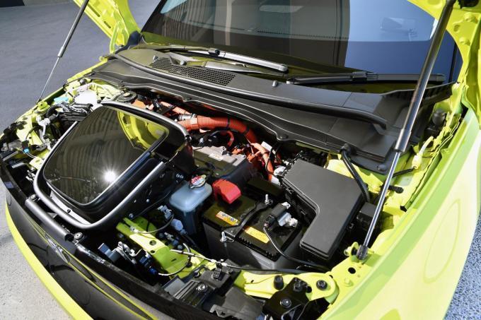 スマホや携帯バッテリーなどで起こるバッテリーの膨張や発火! EVやPHVの「電池」は安全?