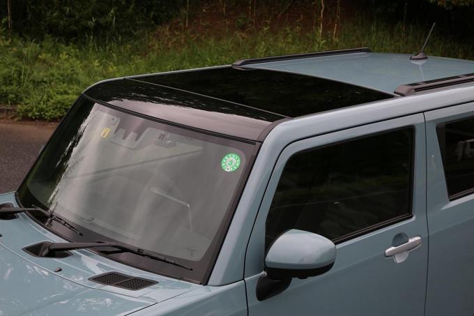 買えば強制的に付いてくる「巨大サンルーフ」! ダイハツ・タフトの「ガラス屋根」にデメリットはないのか?