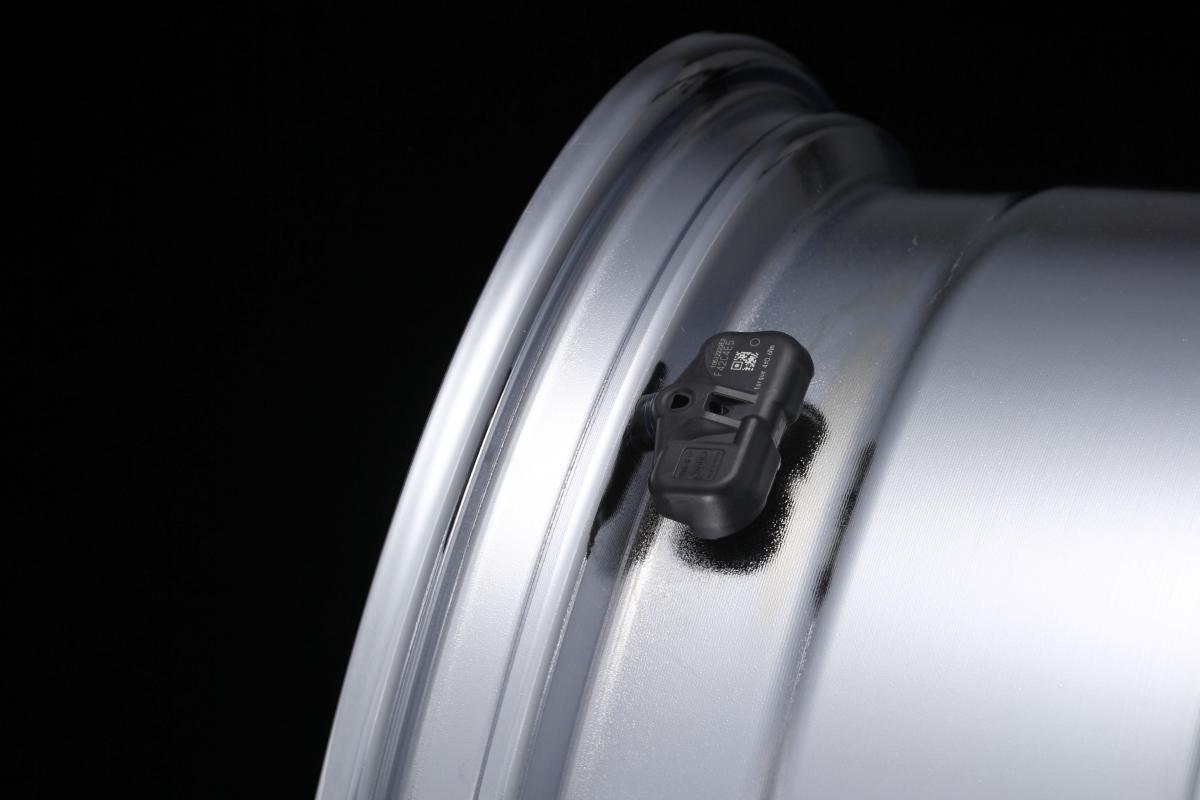 タイヤ・プレッシャー・モニタリング・システムが日本で義務化されない理由