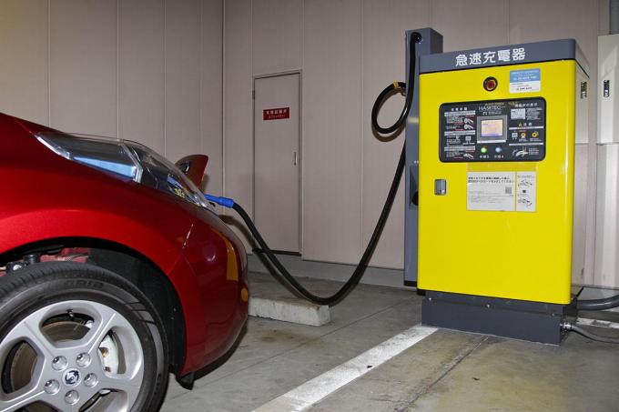 モノによっては1000万円も! EVの急速充電は約10年で交換が必要だった