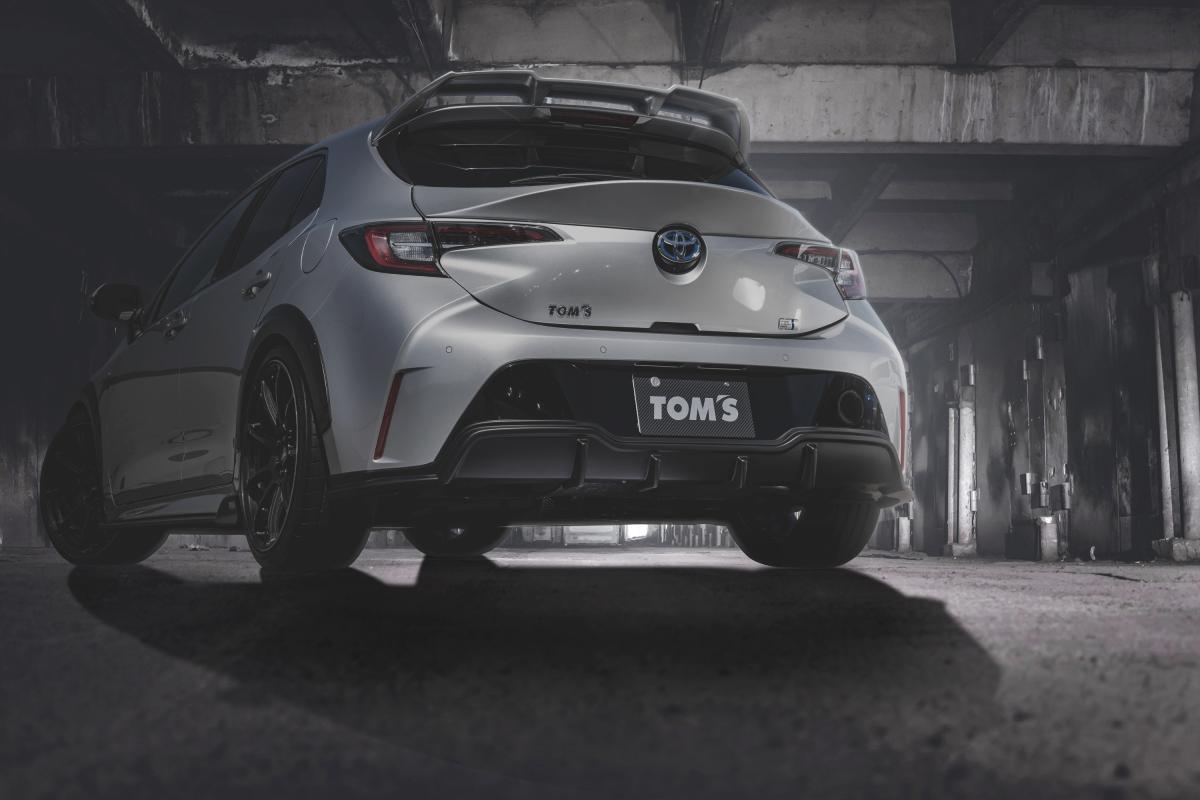 トムスのトヨタカローラスポーツ用リヤバンパーディフューザー(ノーマルマフラー用)発売