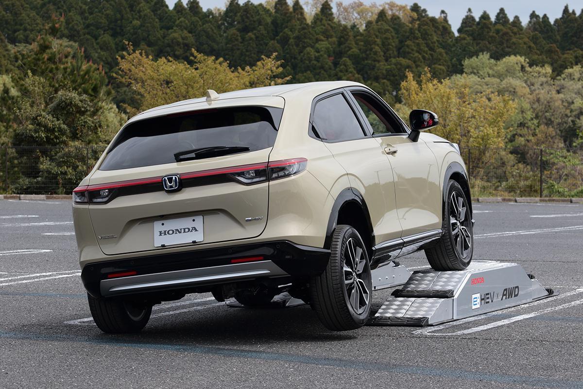 モーターパワーで高い駆動力を発揮! 新型ホンダ・ヴェゼルの4WDを試す