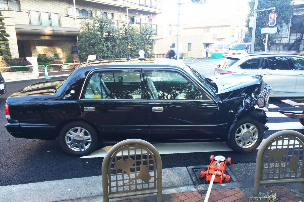 乗務員の「高齢化」だけが原因じゃない! プロである「タクシー」の事故が目立つワケ
